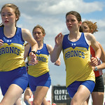 Matthew Gaston | The Sheridan PressSheridan distance runners, from left, Sylvia Brown, Sarah Gonda and Kate Moran keep it close during the first few laps of the 3200-meter run during regiona ...
